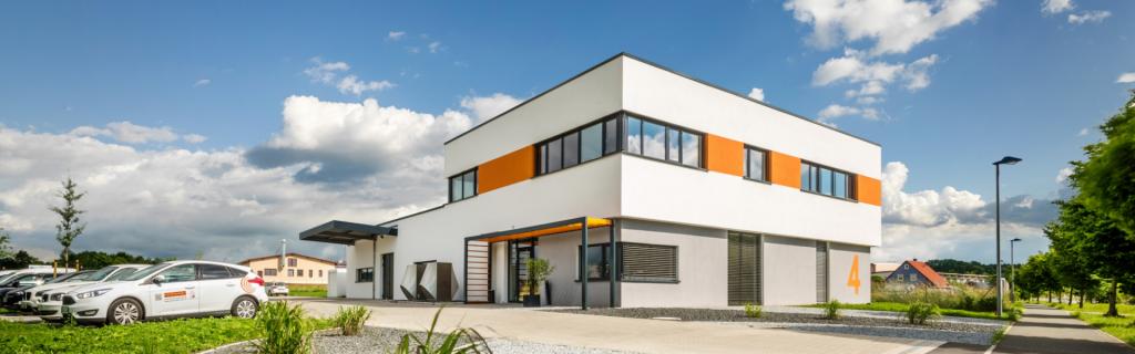 MH 2.0 Außenbereich Franken Lehrmittel Firmengebäude
